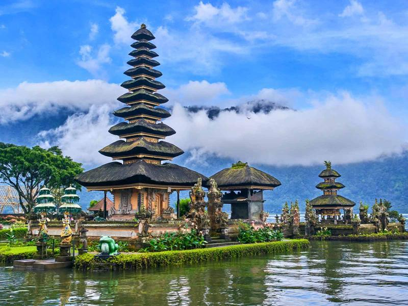 Vietnam Airlines mở hai đường bay mới đi thẳng đến đảo Bali Indonesia và đảo Phuket Thái Lan
