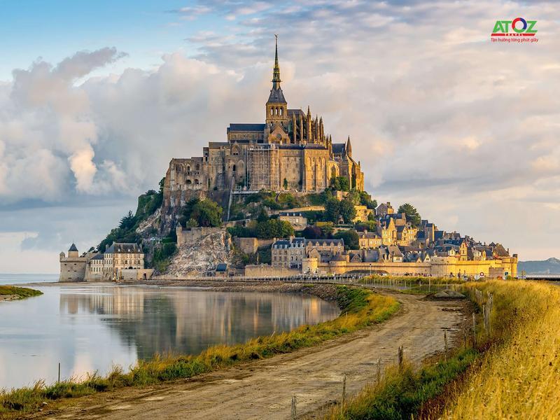 """Khám phá hòn đảo """"HUYỀN BÍ"""" nhất nước Pháp"""